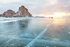Сногсшибательный заход солнца над замороженной поверхностью Lake Baikal на Olkhon Исландии Стоковое Изображение RF