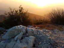 Сногсшибательный заход солнца на верхней части держателя Lowe, леса San Gabriel, Los Angeles County Стоковое Изображение