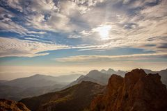 Сногсшибательный заход солнца на очень верхней части пика песчаника, эффектного похода на Malibu, Калифорнии Был в 3.114 фута выс Стоковые Изображения RF