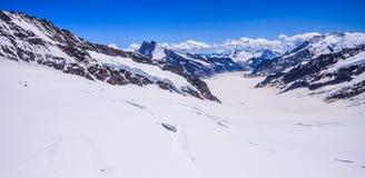 Сногсшибательный красивый панорамный взгляд Snowcapped ландшафта горных вершин горы Bernese в зоне Jungfrau, Bernese Oberland, Шв Стоковые Изображения