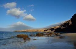 Сногсшибательный ландшафт побережья, остров Фуэртевентуры Стоковое Изображение