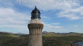 Сногсшибательная воздушная съемка пункта Ardnamurchan, большого Britains большинств западный пункт, с маяком и красивой белизной видеоматериал