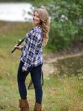 Сногсшибательная рыбная ловля молодой женщины Стоковая Фотография