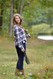 Сногсшибательная рыбная ловля молодой женщины Стоковые Фото