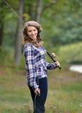 Сногсшибательная рыбная ловля молодой женщины Стоковое Изображение