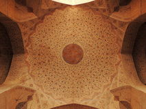 Сногсшибательные украшения потолка на дворце Али Qappu в Isfahan стоковое фото rf