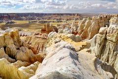 Сногсшибательный белый striped песчаник hoodoos в каньоне угольной шахты около города тубы, Аризоны стоковое фото rf