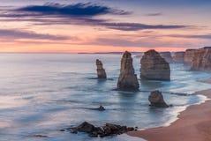 Сногсшибательный взгляд 12 апостолов, большая дорога захода солнца океана - Vict Стоковое фото RF