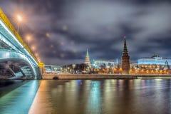 Сногсшибательный взгляд ночи Кремля в зиме, Москвы, России стоковые изображения