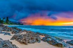 Сногсшибательный заход солнца в Гаваи Стоковые Изображения