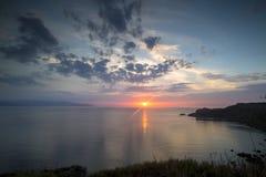 Сногсшибательный заход солнца над морем Стоковое Изображение RF