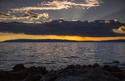 Сногсшибательный заход солнца над морем Стоковое Изображение
