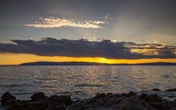 Сногсшибательный заход солнца над морем Стоковые Изображения