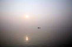 Сногсшибательный заход солнца рассматривая самое святое рек в Индии Стоковая Фотография RF
