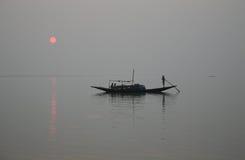Сногсшибательный заход солнца рассматривая самое святое рек в Индии Стоковое Фото