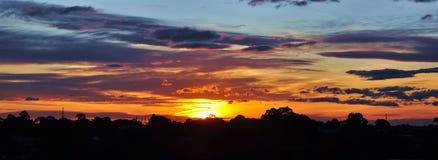Сногсшибательный заход солнца Стоковые Изображения