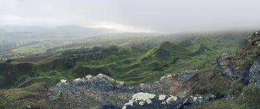 Сногсшибательным обрабатываемое крестом изображение ландшафта покинутого карьера tak Стоковые Фото