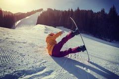 сноубординг женщины в горах зимы Стоковое фото RF