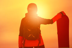 Сноубординг девушки в горах Стоковое Фото