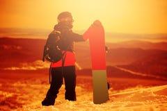 Сноубординг девушки в горах Стоковое фото RF