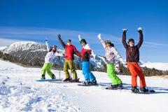 Сноуборды, небеса стоя поднимаясь руки вверх Стоковое Изображение