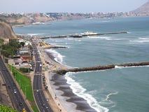 Снятый зеленого пляжа побережья в Лим-Перу Стоковые Изображения