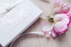 Снятый карточки приглашения свадьбы Стоковая Фотография RF