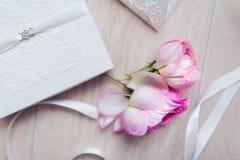 Снятый карточки приглашения свадьбы Стоковые Изображения RF