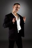 Снятый красивого человека в деловом костюме с нашивками Стоковое Изображение RF