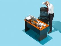 Снятый сверху стильного бизнесмена работая на компьтер-книжке Стоковое фото RF