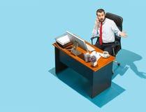 Снятый сверху стильного бизнесмена работая на компьтер-книжке Стоковые Изображения