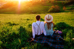 Снятый счастливой пары наслаждаясь днем в парке совместно Стоковые Изображения