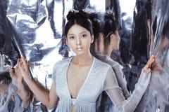 Снятый футуристической молодой азиатской женщины стоковые фотографии rf