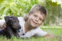 собака мальчика Стоковое Изображение