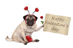 Собака мопса дня ` s валентинки сидя вниз, задерживающ бумажный перечень, нося diadem с сердцами Стоковые Фотографии RF