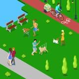 Собаки равновеликих людей тренируя в парке города Стоковые Изображения