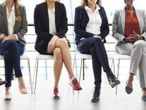 Собеседование для приема на работу для бизнесменов стоковое фото