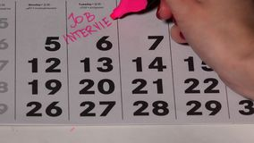 Собеседование для приема на работу планирования женщины на календаре Палец при отметка делая самые интересные акции видеоматериалы