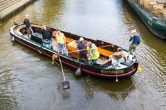 Собирать отход от канала, Лейден, Нидерланды Стоковое фото RF