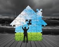 Собирая головоломки в форме дома бесплатная иллюстрация