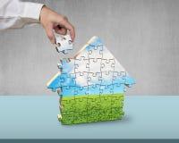 Собирая головоломки формы дома Стоковое Изображение RF