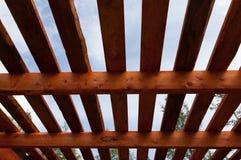 Собирая стропилины и обшивать крыши стоковая фотография rf