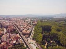 собора Каталонии моста зодчества городок Испании реки girona красивейшего цветастый среднеземноморской onyar видно Мост реки Onya стоковое изображение
