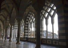 Собор Амальфи, внешняя колоннада стоковые изображения