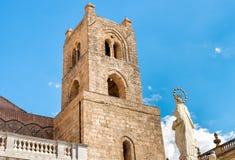 Собор башни Monreale в Сицилии, Италии Стоковое Фото
