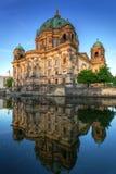 Собор Берлина отраженный в реке оживления Стоковое фото RF