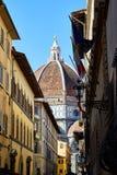 Собор взгляда Santa Maria del Fiore от улицы Стоковое фото RF