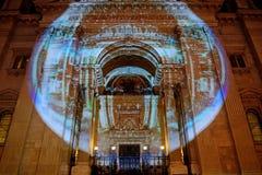 Собор в освещении Xmas, Будапешт St Стивена, Венгрия Стоковые Фотографии RF