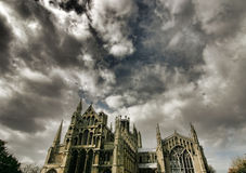 собор драматический ely над небом Стоковое фото RF