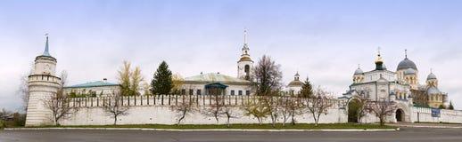Собор и монастырь в Verchoturye, России Стоковое Изображение